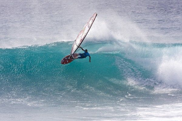 Josh Angulo carves up the section at Punta Preta